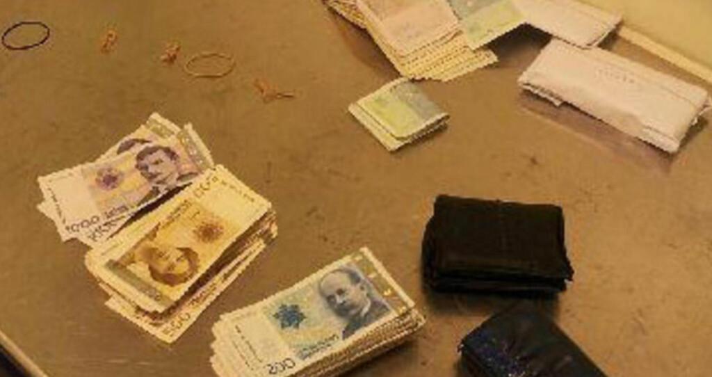 KOFFERT MED CASH:  Mannen som skulle fra Rygge til Riga, hadde 420 000 kroner i bagasjen. Foto: Tollvesenet.
