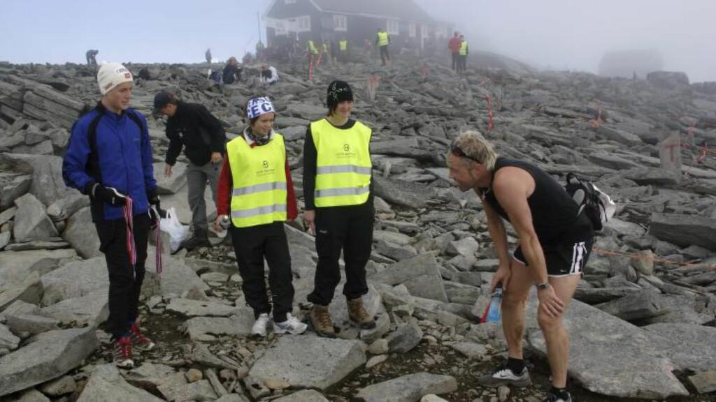 RØFT TERRENG:  Motbakkeløp er ofte tøft for beina. Her fra målområdet til Fanaråken Opp; et løp Joan Bugge vant suverent i år. FOTO: Espen Bratlie / Samfoto.