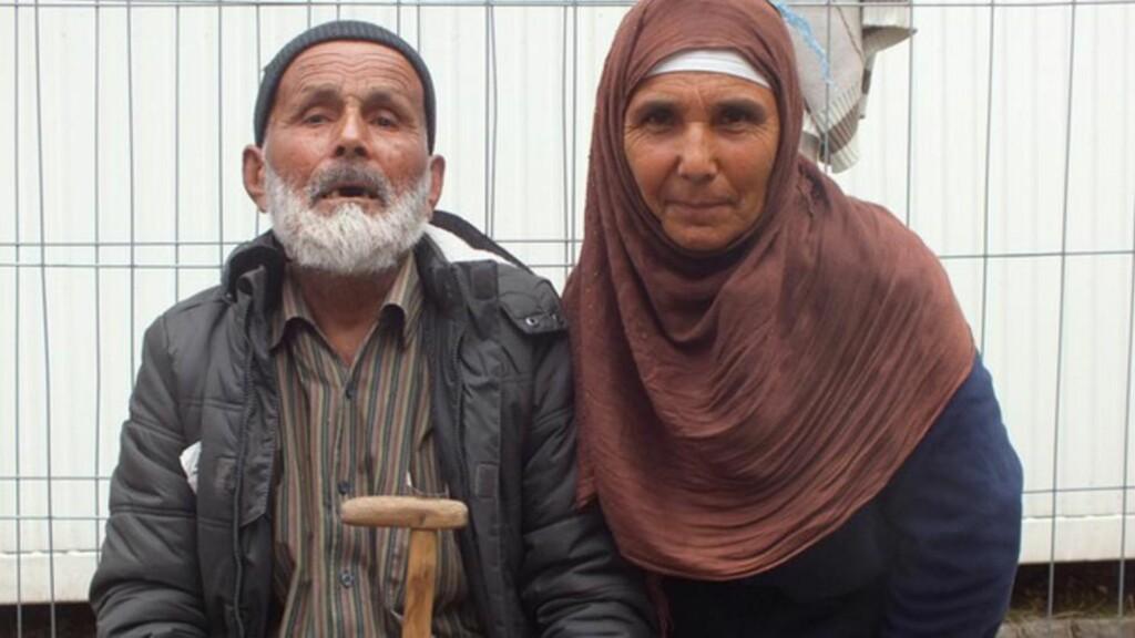 FLYKTET:   Abdul Quader Azizi (t.v) fotografert sammen med sin seksti år gamle datter. Foto: Tysk Bundespolizei.