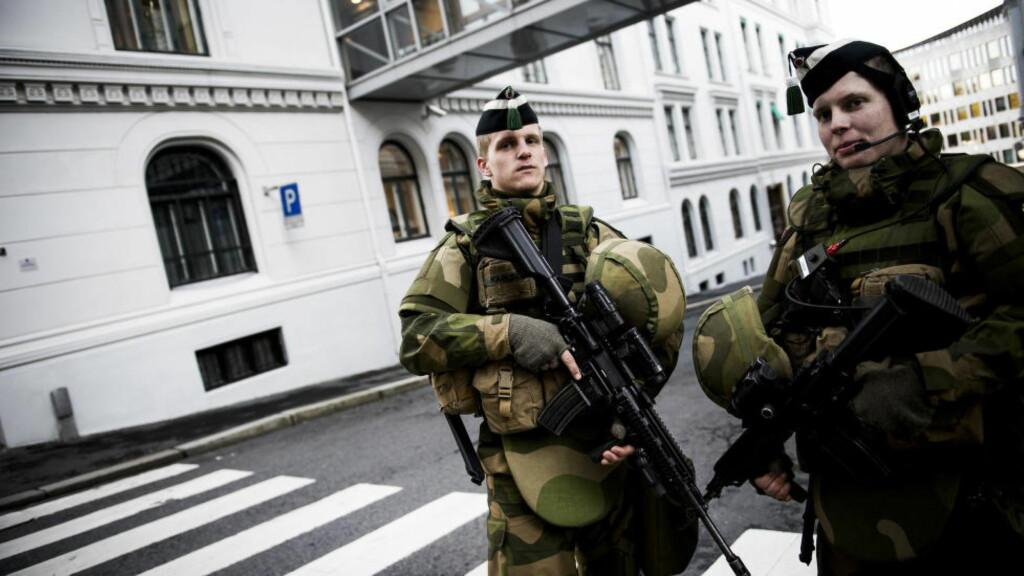 LANGTIDSPLAN: Ifølge VG innebærer forsvarssjefens langtidsplan for Forsvaret flere kutt. Bildet er tatt i forbindelse med en terrorøvelse i Oslo i 2012. Foto: Håkon Eikesdal