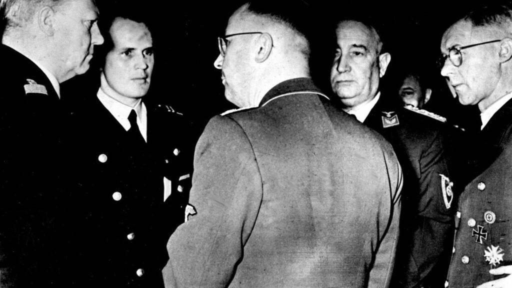 SAMTALER I TYSKLAND 1942: Vidkun Quisling (til venstre), Albert Hagelin (nummer to fra høyre) og rikskommisar Josef Terboven besøker Tyskland. Her i samtale med Heinrich Himmler (med ryggen til). Foto: NTB Scanpix