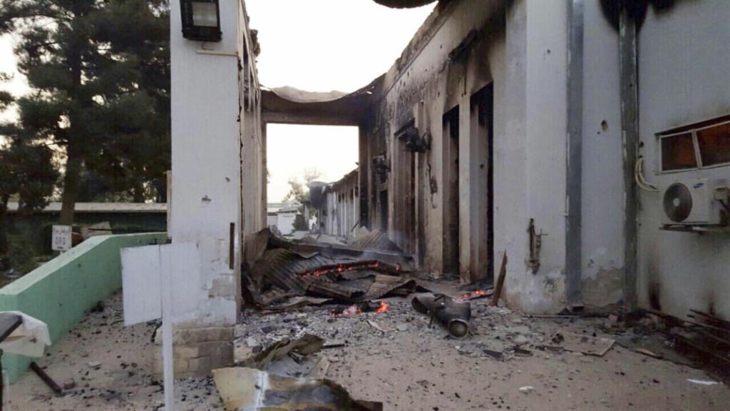 HJELPEARBEIDERE DREPT: Minst ni personer er bekreftet døde etter et angrep som blant annet rammet et sykehus organisasjonen Leger Uten Grenser driver i Kunduz i Afghanistan. Foto: MFS / Scanpix