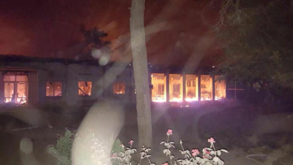 - BRANT IHJEL: - De som kunne, hadde kommet seg inn i to av bunkersene for å søke tilflukt, men pasienter som ikke kunne rømme brant ihjel i sengene sine, sier pogramansvarlig for Leger Uten Grenser i Nord-Afghanistan. Foto: Médecins Sans Frontières / AP / Scanpix