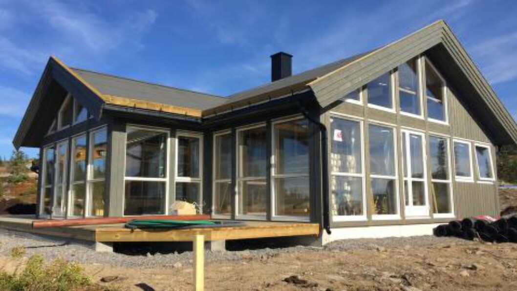 SNART FERDIG: Dette er familien Johnsrud Sundbys nye hytte på Sjusjøen. Til jul er den ferdig. Foto: Privat