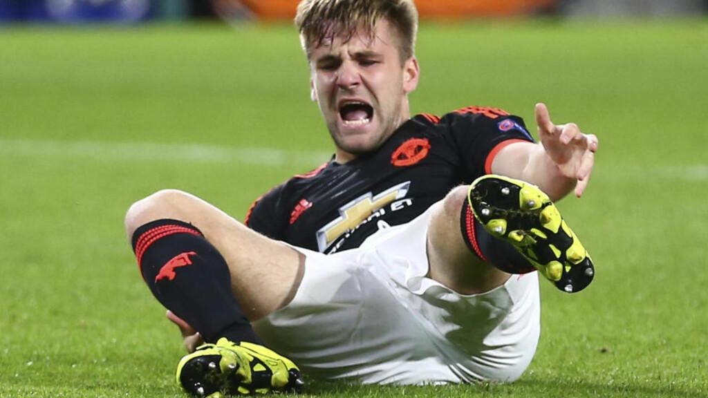 I TRENING: Manchester Uniteds Luke Shaw var tirsdag tilbake i trening igjen etter det doble leggbruddet han pådro seg sist måned.  Foto: AP Photo/Peter Dejong/NTB Scanpix