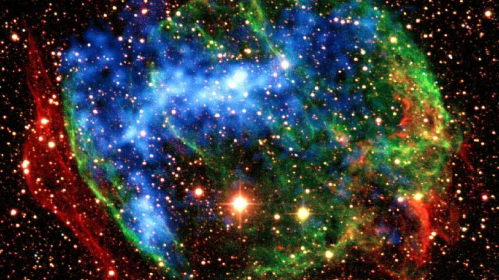 SUPERNOVA: Når store stjerner dør i det som kalles supernova dannes store mengder nøytrinoner, skrev Bjørn Hallvard Stamseth i Dagbladet i 2010. Nå har fysikere løst noen av partiklenes gåter. Foto: AP/NASA