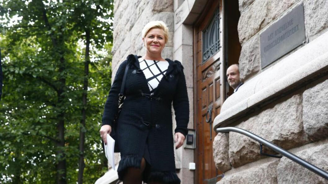 STATSBUDSJETT: Finansminister Siv Jensen presenterte i dag regjeringas forslag til statsbudsjett 2016. Foto: Heiko Junge / NTB scanpix