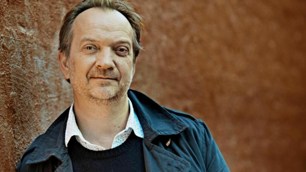 HOPPER ETTER JONER: Gard B. Eidsvold overtar doktor Proktor-rollen etter Kristoffer Joner, og finner slektskap mellom tolkningene. Foto: Jørn H Moen