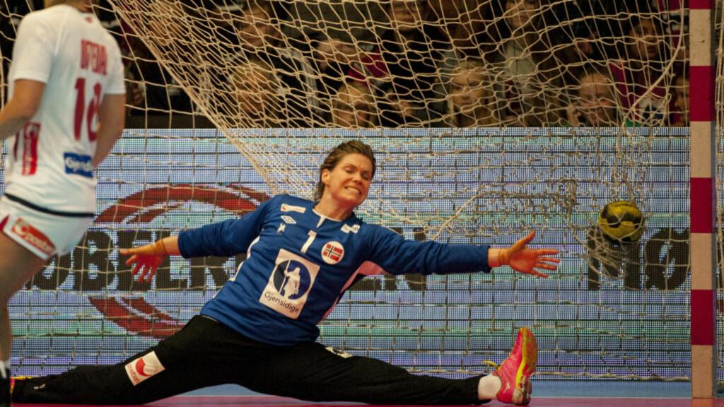 VANT: Kari Aalvik Grimsbø sto de første 30 minuttene av EM-kvaliken mot Hviterussland. Foto: Ned Alley / NTB scanpix