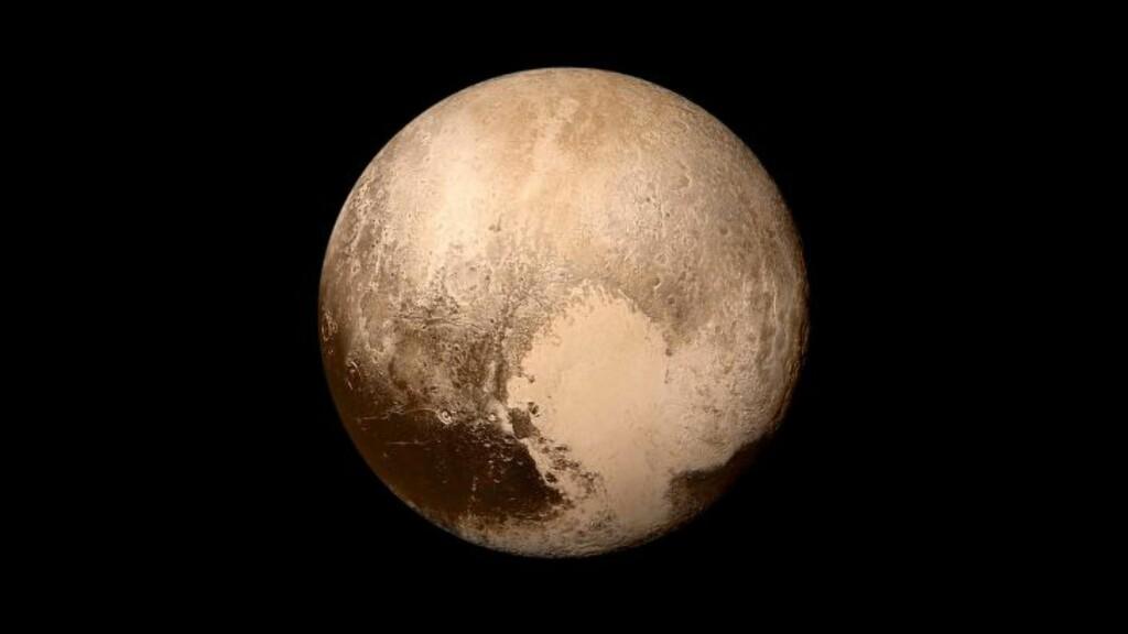 PLUTO: I kveld skal det komme en fantastisk nyhet om dvergplaneten Pluto, ifølge NASA. Foto: NASA