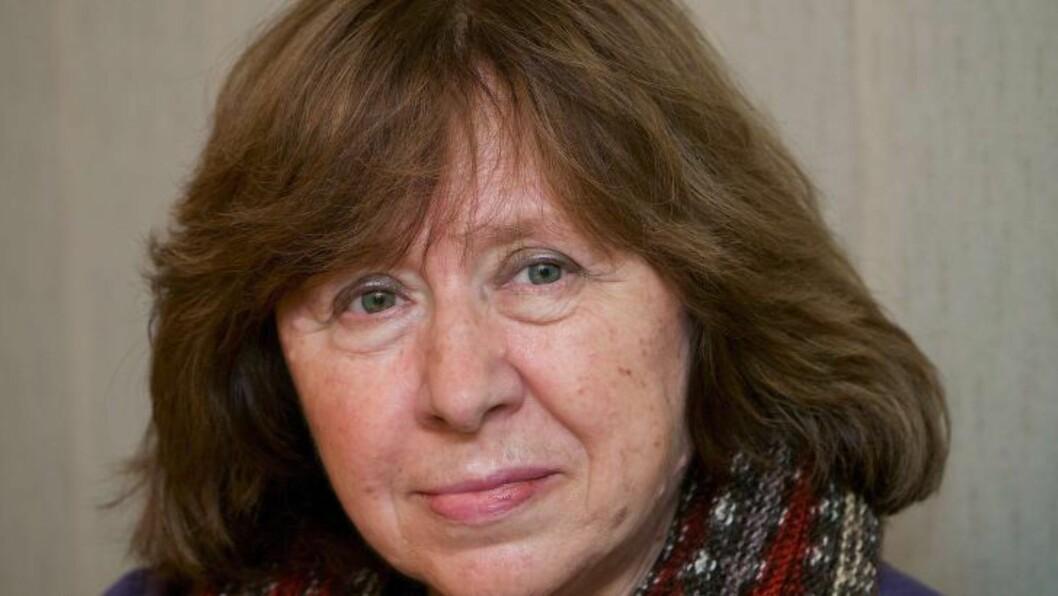 NOBELPRISVINNER: Den hviterussiske forfatteren Svetlana Aleksijevitsj. AFP PHOTO / MAXIM MALINOVSKY