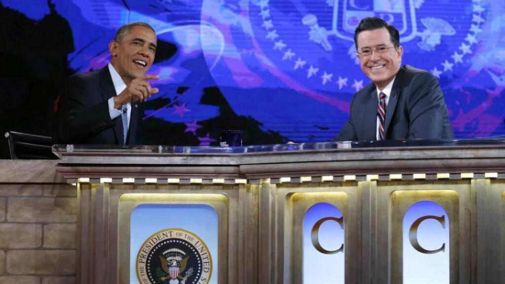 ÆRESGJEST: President Obama besøker «The Colbert Report» i desember i fjor. Colbert regnes som klart venstreorientert, og konservative røster reagerte da han fikk jobben i «The Late Show.» Foto: NTB SCANPIX