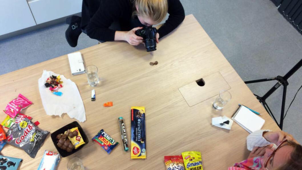 <strong>SLIK TESTET VI:</strong> Når vi tester nye og forskjellige produkter, smaker vi ikke blindt, vi vurderer også om produktet lever opp til forventningene vi har fra pakken.  Foto: ELISABETH DALSEG