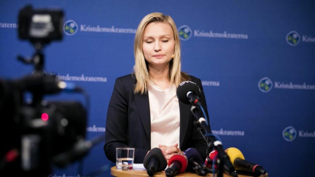 OVERKJØRT: Partileder Ebba Busch Thor ble i ettermiddag overkjørt av Kristdemokraternas landsmøte. Her er hun på presskonferensen efter avstemningen hvor det ble flertall med 151 mot 103 for at partiet skal bryte ut av decemberöverenskommelsen (DÖ). Foto: Per Groth / TT