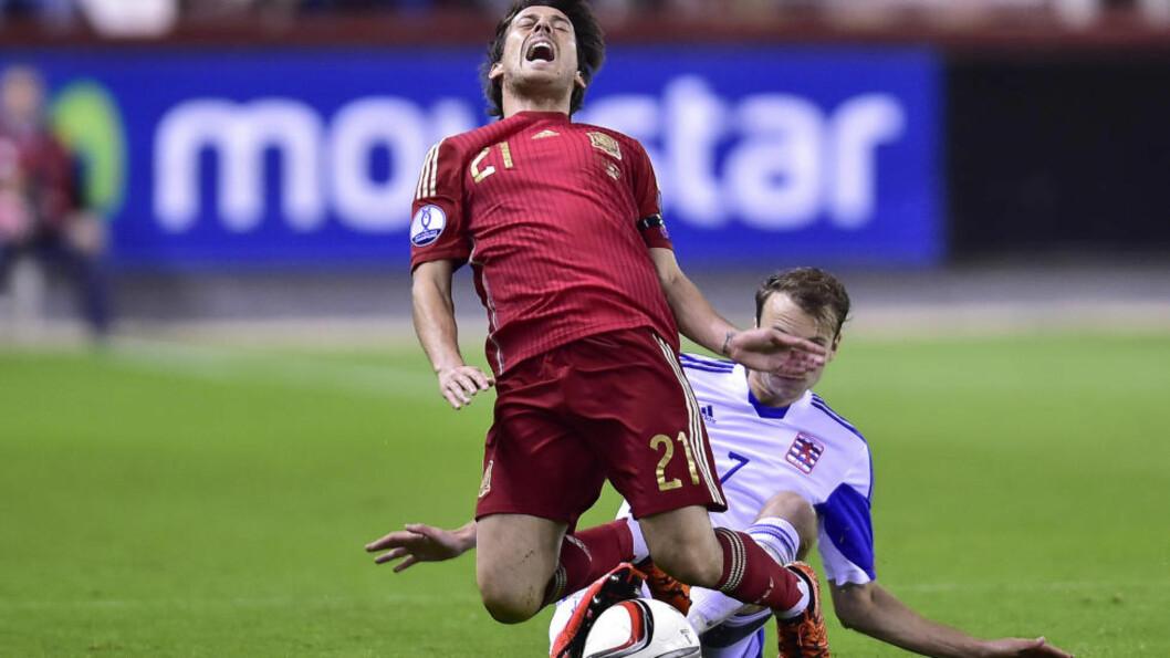SKADET: Spania må klare seg uten både David Silva og Alvaro Morata i mandagens EM-kvalifiseringskamp mot Ukraina. Foto: AP Photo/Alvaro Barrientos