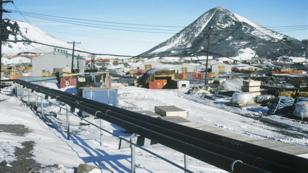 TRE BARER: Forsknignsstasjonen McMurdo på Ross Island har hele tre barer. På Sydpolen er det en dagligvarebutikk hvor man kan kjøpe øl, og et fellesområde hvor det er lov til å ha med egen alkohol. Foto: NTB Scanpix