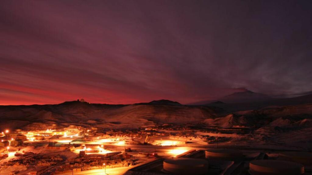 FULLE PÅ JOBB: En amerikansk rapport forteller om fyll og blotting på de amerikanske basene på Sydpolen. En forsker ble også tatt i å brygge øl på jobb. Nå vurderer arbeidsgiver å innføre promillekontroll. Foto: NSF