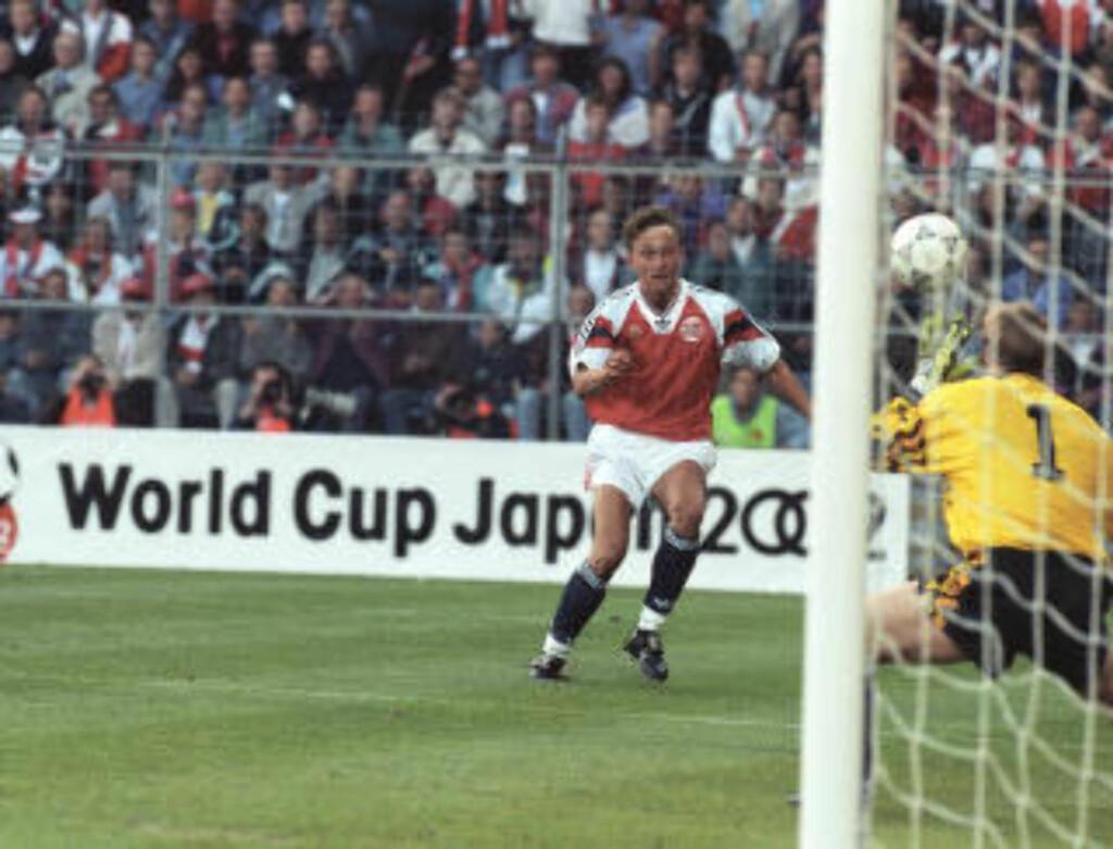 2: Lars Bohinen ordnet 2-0 mot England. Foto: NTB Scanpix