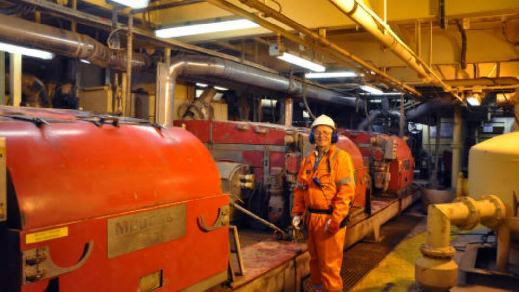 NYVINNING: Her ser Halvor Erikstein i Safe på det nye systemet for rensing av boreslam på en installasjon i Nordsjøen. Foto: Privat