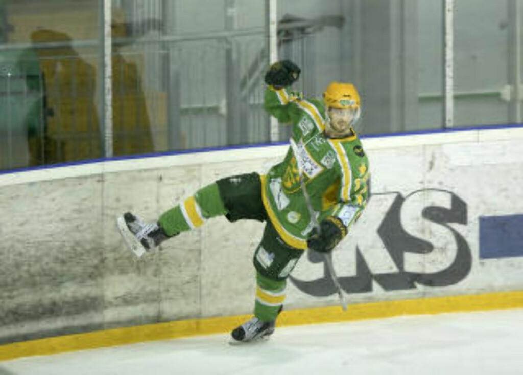 AVGJORDE:  Hamar-gutten Eirik Salsten avgjorde for M/S mot Storhamar. Foto: Terje Pedersen / NTB scanpix