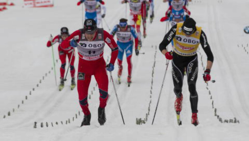 <strong>STUP:</strong> Eldar Rønning stupte seg forbi Darilo Cologna på femmila i Holmenkollen i 2012.  Foto: Terje Bendiksby / Scanpix