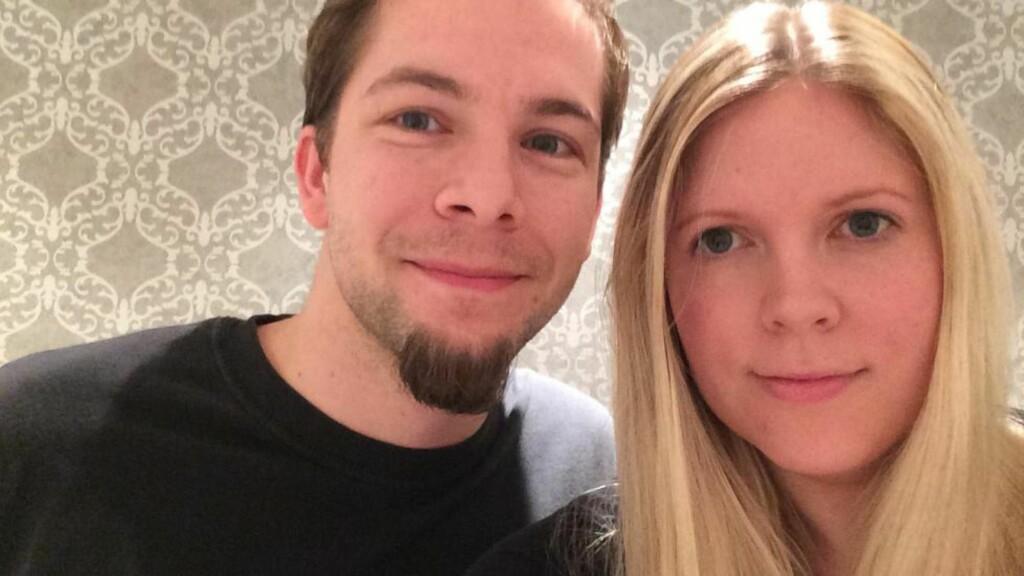 HØRTE DUNK: Kent Magnussen og Alice Johansen hørte et kraftig dunk før huset begynte å riste mandag kveld. Foto: Privat