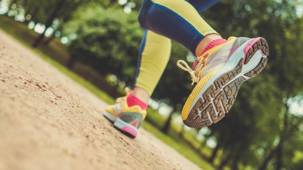 BYGG STYRKE I LEGGENE: Tåhev er en av øvelsens om anbefales for alle løpere, og den kan du gjøre når som helst i løpet av dagen. Foto: NTB Scanpix / Microstock