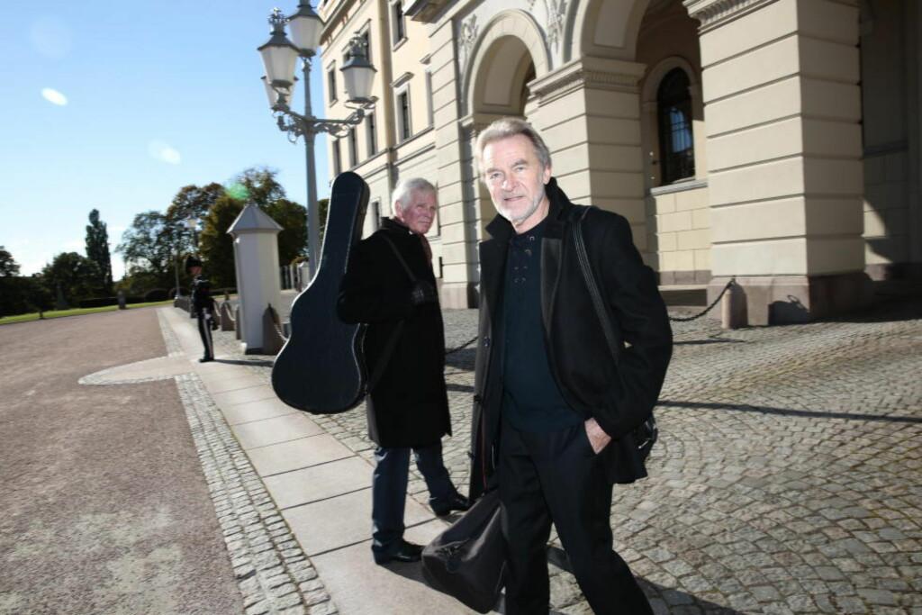 NEKTER Å FØYE SEG: Jazzprofil Erling Wicklund og gitarist Halvard Kausland (bak), som er tidligere fylkesrådmann, nekter å føye seg for Kongens nei til jazzmusikk på mottakelse.