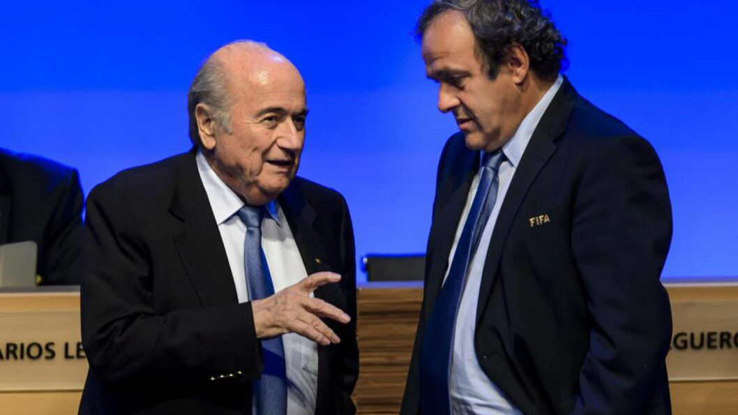 HEMMELIG? Sepp Blatter overførte rundt 17 millioner kroner til UEFA-sjef Michel Platini. Foto: AFP PHOTO / FABRICE COFFRINI / NTB Scanpix