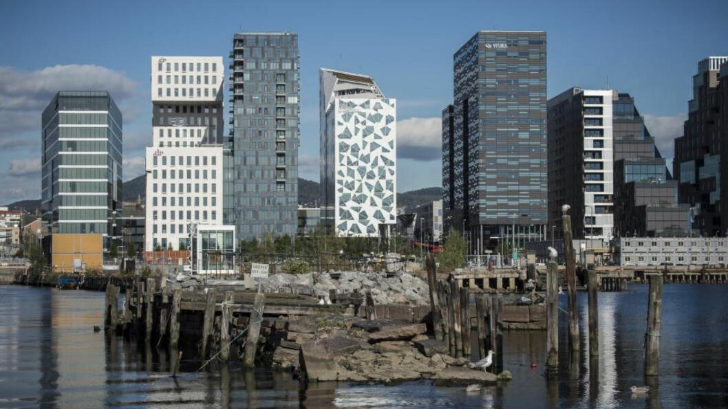 LAND AV BOLIGMILLIONÆRER: Oslos skyline er fortsatt beskjeden sammenlignet med verdensmetropolene. Men takket være en stor andel boligeiere, og eksplosiv boligprisvekst, klassifiseres nå 18,3 prosent av den norske befolkningen som del av den rikeste prosenten av verdens voksne borgere. Foto: Lars Eivind Bones / Dagbladet