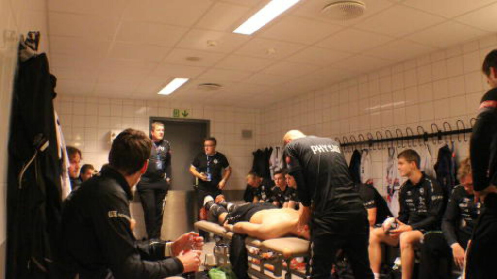GARDEROBEKULTUR:  Når mange menn samles i et lite rom lukter det mann. Foto: Erik Eikebrokk