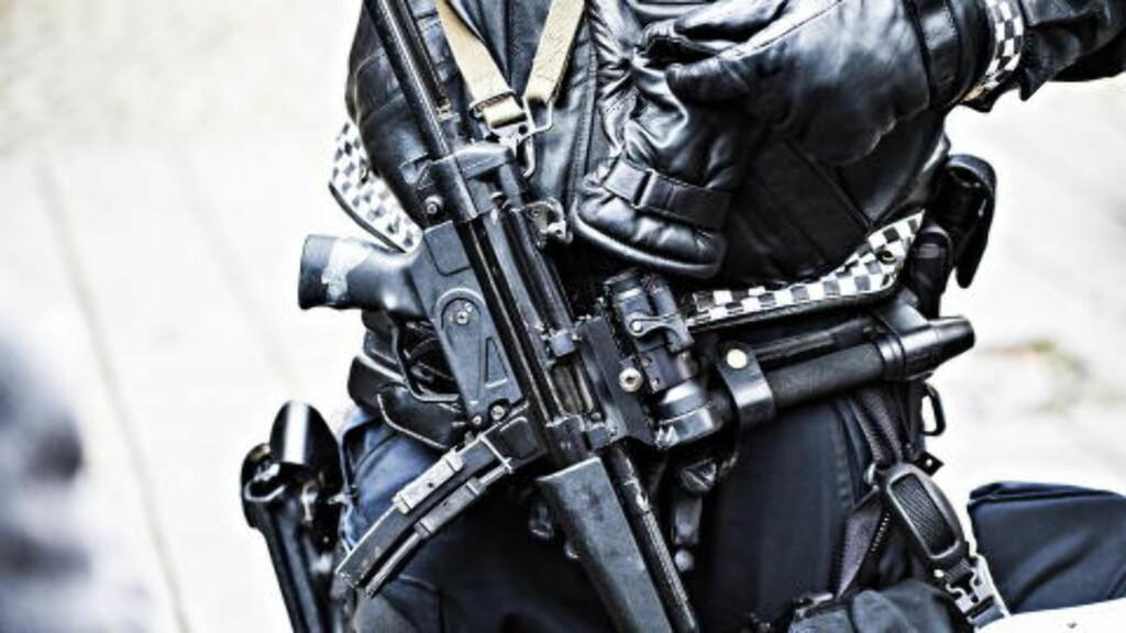 NY BEVÆPNING:  Norsk politi skal fortsatt være bevæpnet. Men nå skal skytevåpen og magasin oppbevares hver for seg.  Foto: Hans Arne Vedlog   /  Dagbladet