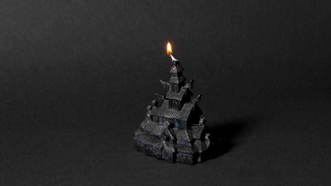 STEARINKIRKE: Kirkebrann-produktet er laget etter modell av Fantoft stavkirke i Bergen. Kirken ble brent ned i 1992. Foto: Eirik Johannessen