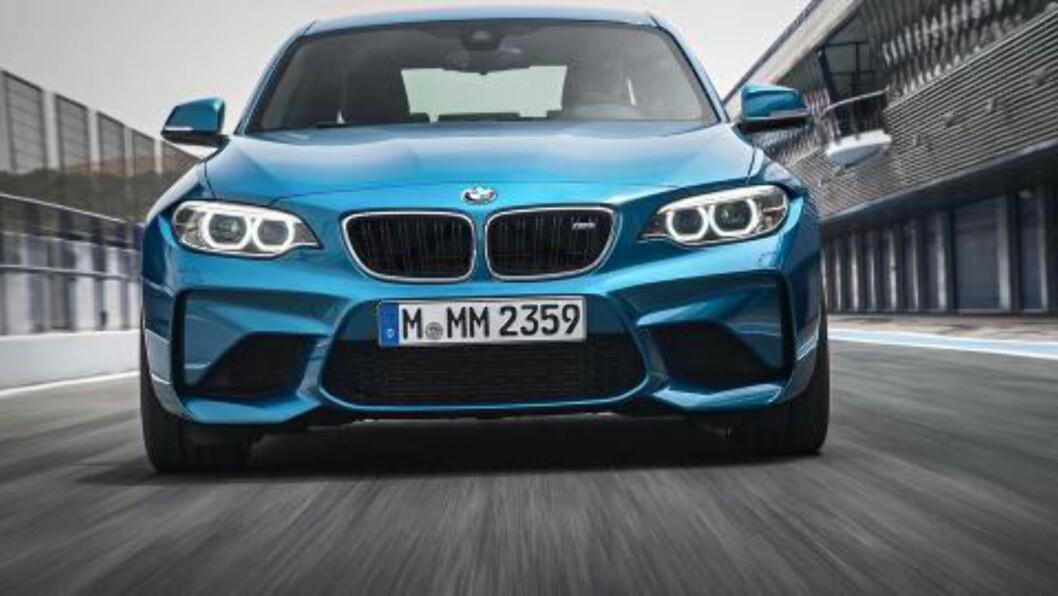 SELVSIKKER: Designmessig er fronten på M2 på høyde med  bilens ytelser. Foto: BMW