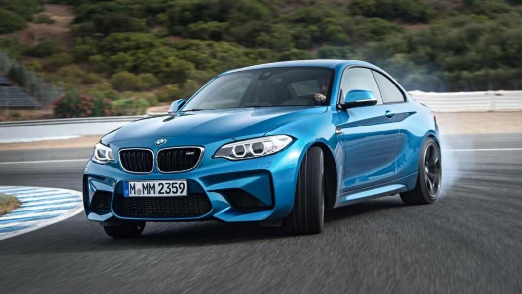 BIL-FEST! Endelig kommer BMW med en kompakt M igjen, og lover en 370 hesters kompakt gledesspreder. Det vil glede entusiastene som mente M3 i de siste generasjonene var blitt for stor, tung og «borgelig». Foto: BMW