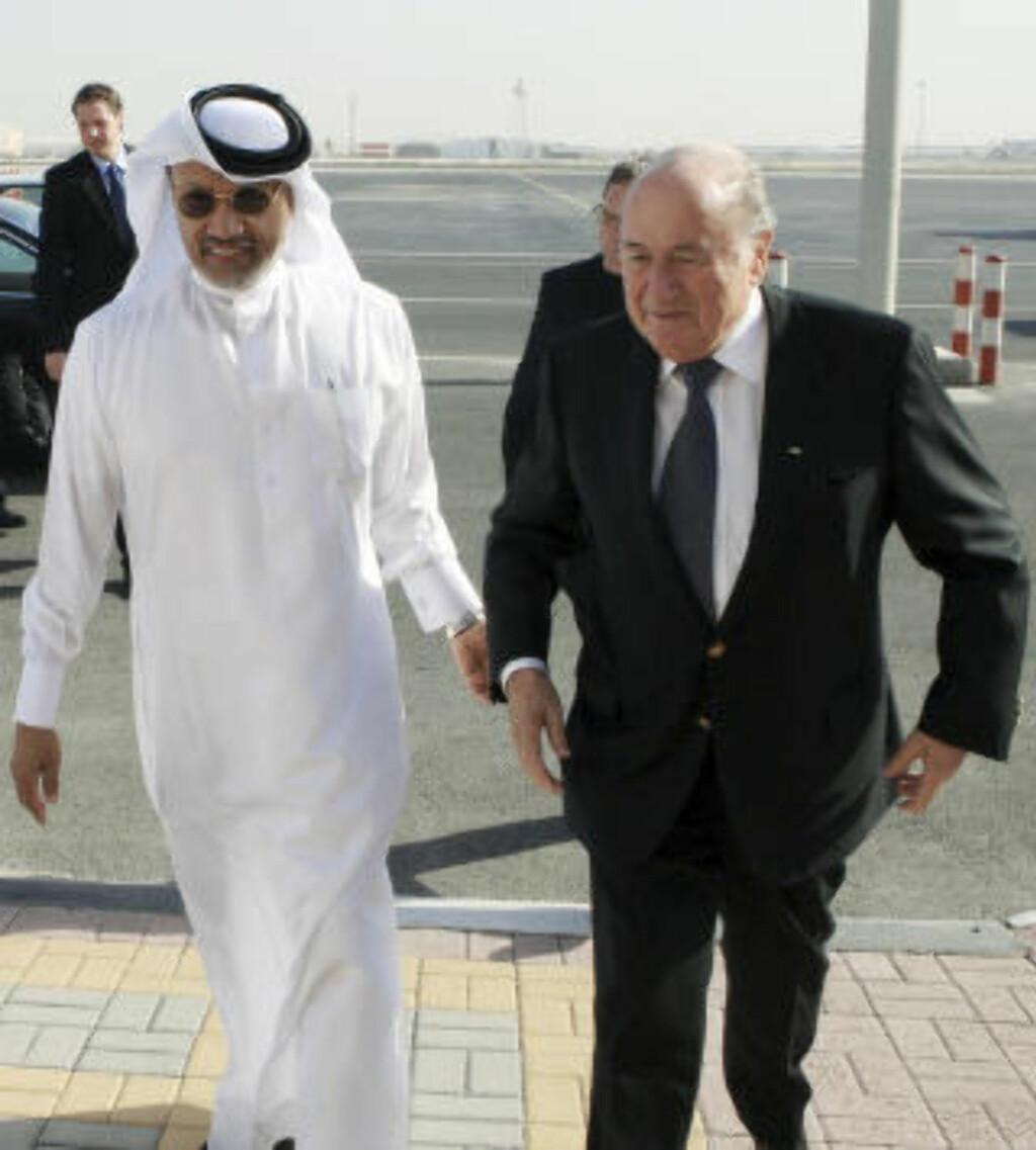 LOBBYIST: Milliardæren Mohammed bin Hammam (t.v.) skal ha betalt enorme summer til en rekke FIFA-pamper før Qatar fikk VM. Kjetil Siem hørte en rekke rykter, men sier han aldri hadde håndfaste bevis. Foto: NTB scanpix