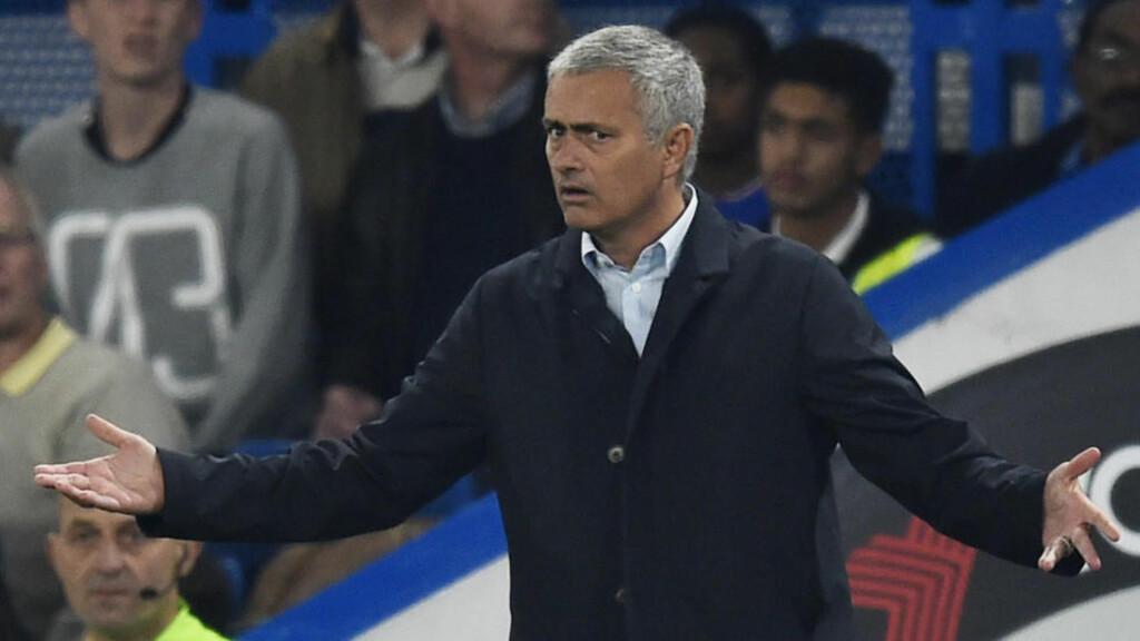 RASENDE: José Mourinho var på sitt mest sarkastiske da han kommenterte straffen han ble ilagt etter å ha sagt at engelske dommere er redde for å gi Chelsea straffespark. Foto: Reuters / Dylan Martinez