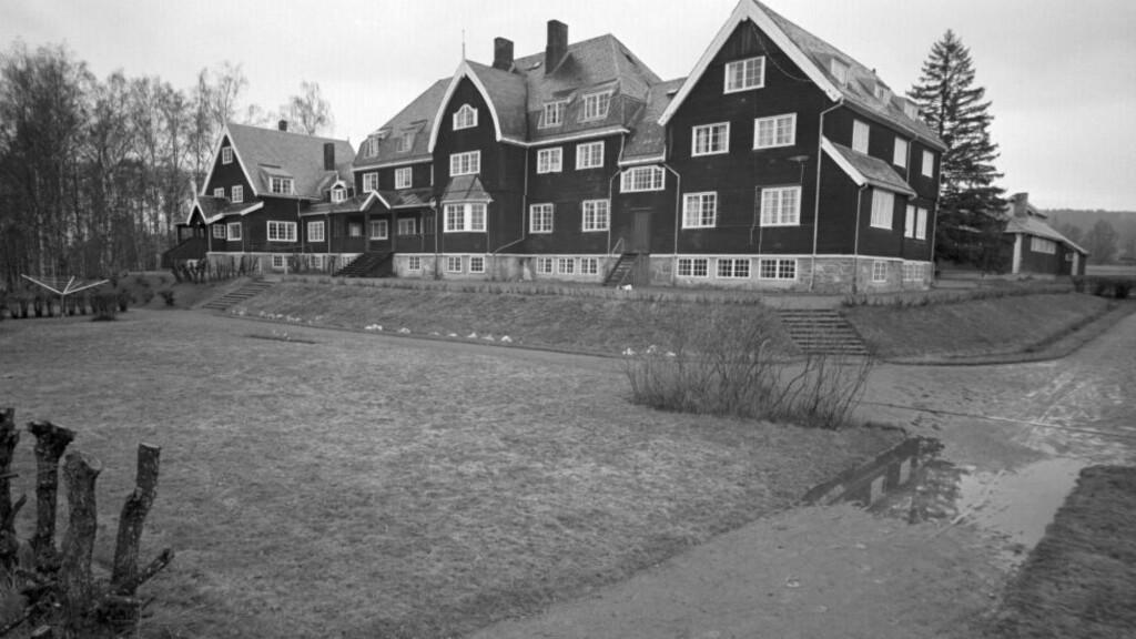 UNGDOMSSYND:  Etter mye om og men, ble det så vedtatt at Eidsvoll skulle bli stedet for landsgymnaset på Østlandet. Arkitekt Arnstein Arneberg kalte bygget sin ungdomssynd fra 1907 da det ble bygget som folkehøgskole.  Fot: Ivar Aaserud / Aktuell / NTB scanpix