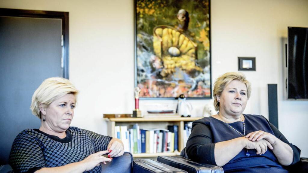 KREVENDE: Dersom 40-50 000 flyktninger skal ha opphold i Norge de neste fem årene vil det koste 40-50 milliarder, har regjeringen anslått. Nå jobber Siv Jensen og Erna Solberg på spreng for å kutte i budsjettposter for å dekke neste års ekstraregning på 6-10 milliarder. Foto: Thomas Rasmus Skaug / Dagbladet