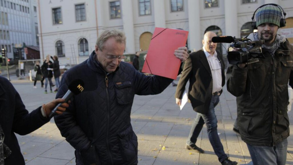 AVTALEN: Her er Raymond Johansen med resultatet av Oslo-forhandlingene fredag ettermiddag. Detaljene blir trolig lagt fram søndag eller mandag. Foto: Jørn Moen / Dagbladet
