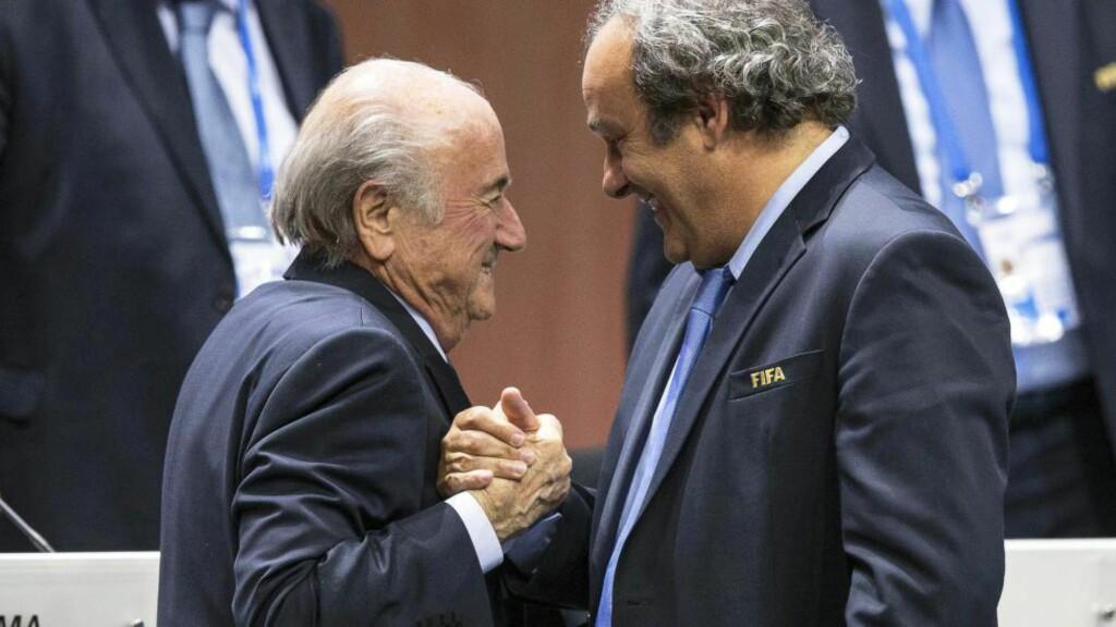 FORSVARER GAVE: FIFA-president Sepp Blatter sier at utbetaling på nærmere 17 millioner kroner til UEFA-president Michel Platini var å regne som en «gentlemans agreement». Foto:  EPA/PATRICK B. KRAEMER