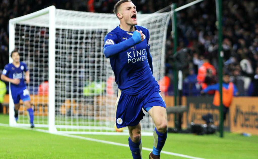 SCORET TO: Leicesters Jamie Vardy straffet Liverpool. Foto: Jack Phillips/JMP/NTB Scanpix