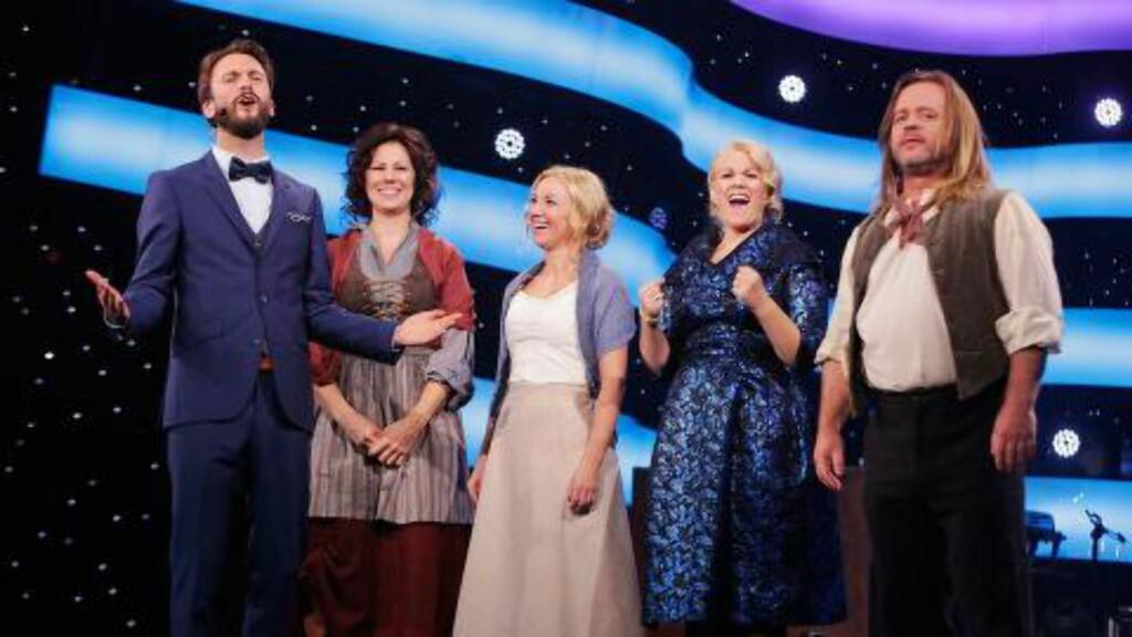 DRAMATIKK OG STORE FØLELSER: De fire gjenværende deltakerne skal synge musikal i kveldens program. Julia Naglestad / NRK