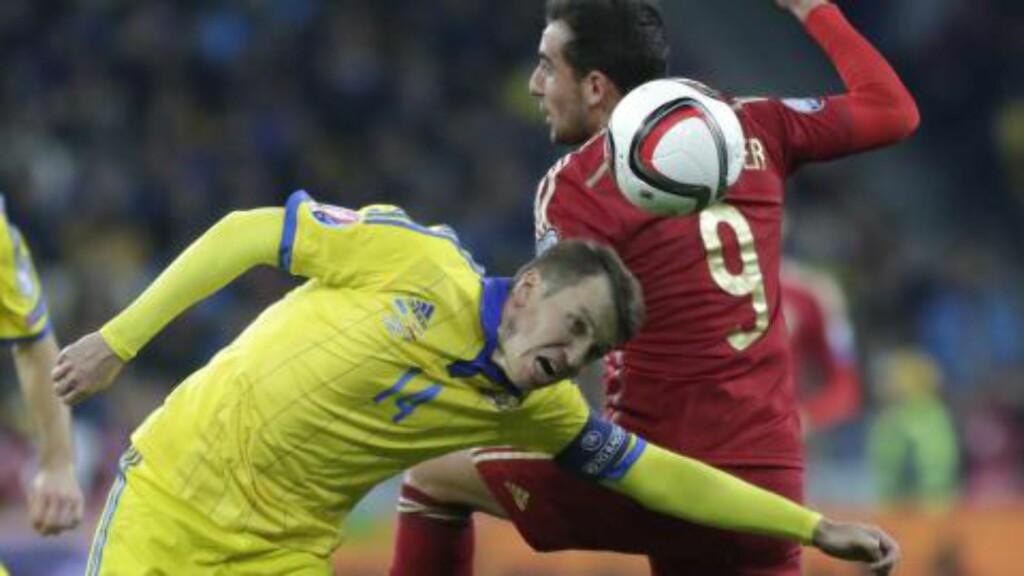 VERSTE TREKNING: Ruslan Rotan og Ukraina ga Spania tøff motstand i gruppespillet. Foto: NTB Scanpix