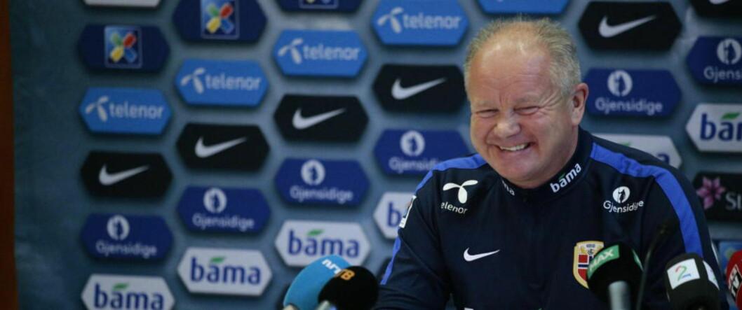 DRØMMETREKNING TIL PLAY OFF: Per-Mathias Høgmo er ofte optimistisk og blid før kamper. Etter å ta trukket Ungarn i play off er det mye som tyder på at han og Norge kan smile hele veien til Frankrike neste sommer. Foto: Bjørn Langsem