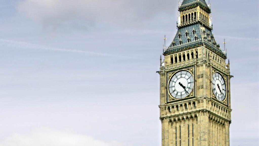 MÅ FIKSES: Legendariske Big Ben står i fare for å bryte sammen. Derfor må britene bruke 500 millioner på å fikse det eldgamle klokketårnet. Foto: Geir Bølstad/Dagbladet.