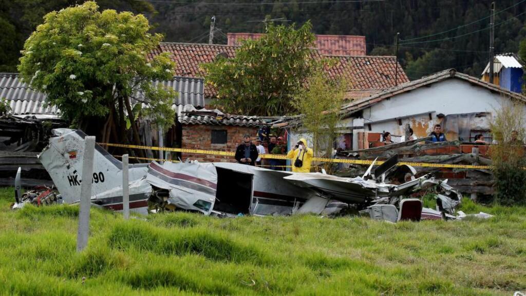 TRE FLYULYKKER PÅ TRE MÅNEDER: Fire personer ble drept da et småfly søndag krasjet i et bakeri i Bogota. Bildet er tatt i Cajica, der tre personer mistet livet i en ulykke i august. Også tidligere denne måneden styrtet et fly i området. Foto: EPA/Leonardo Munoz