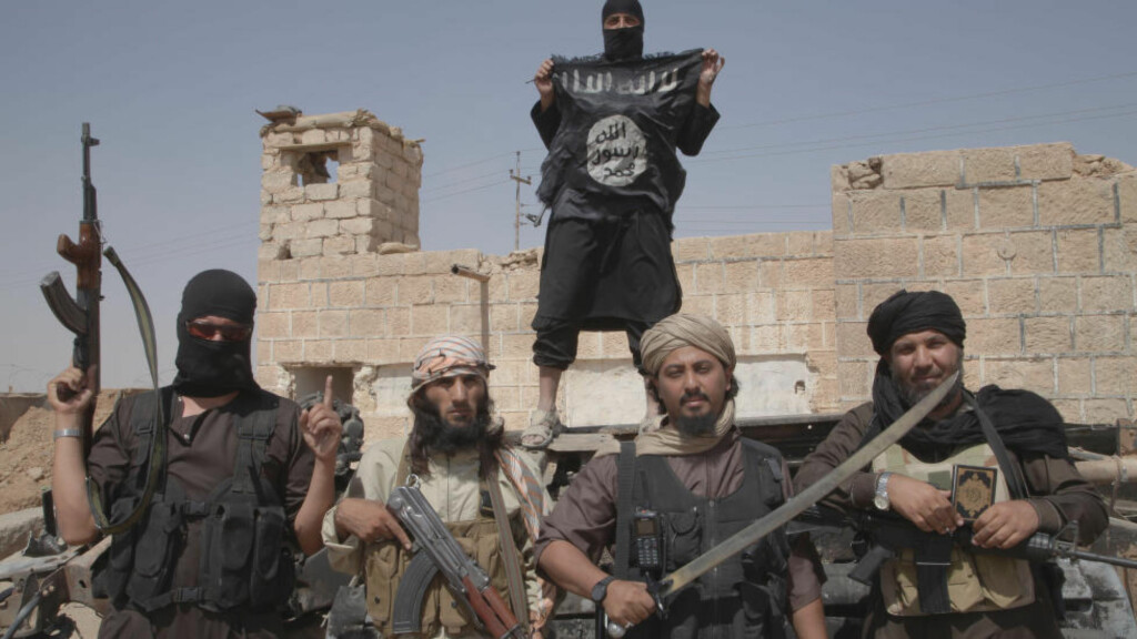 ANGRIPES: IS møter kraftig motstand i Irak. Bidlet viser IS-krigere på grensen mellom Syria og Irak. Foto: NTB Scanpix