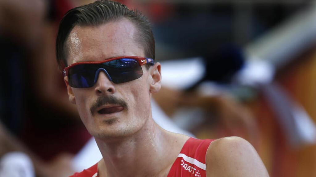 SLIK SÅ HAN UT: Under årets friidretts-VM i Beijing stilte Henrik Ingebrigtsen med sin vanlige stil. Foto: NTB Scanpix