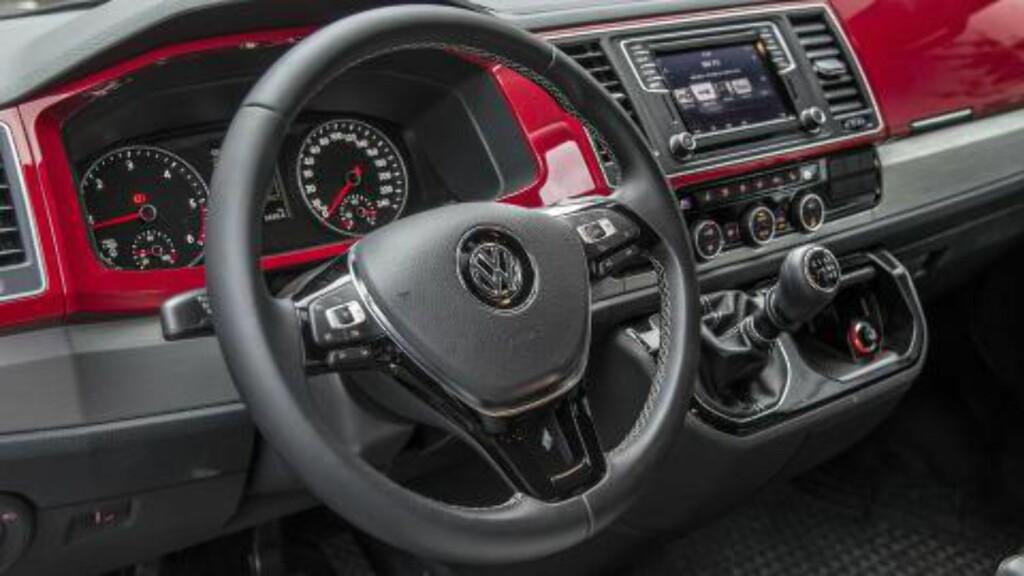 FULL LUKSUS: Alt man finner av luksus i øvrig VW-sortiment er tilgjengelig i Multivan om du er villig til å betale. Foto: JAMIESON POTHECARY